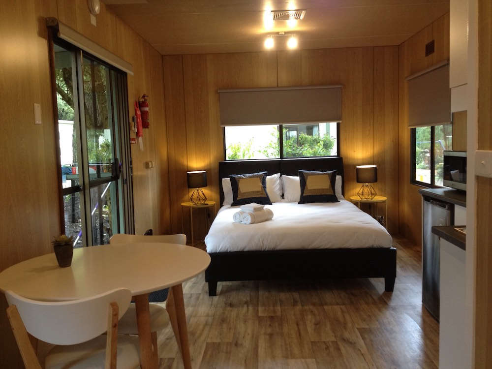 Pet Friendly Cabin - Studio Bed - Daylesford Holiday Park